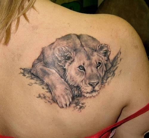 Cute-Lion-Tattoo-Design-For-Women-on-Back